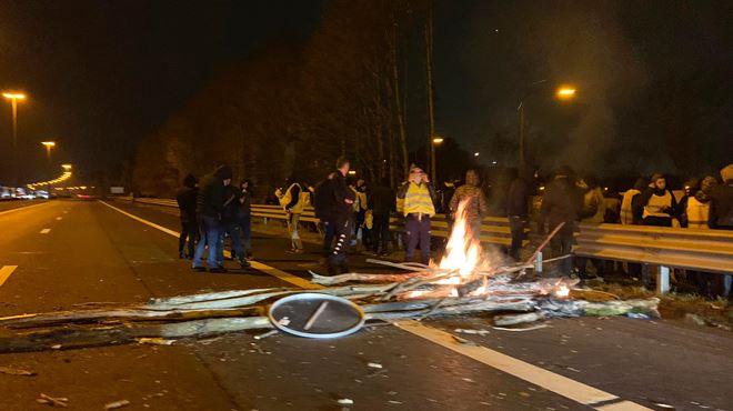 Nouveaux débordements des gilets jaunes sur la E19 à Feluy- l'autoroute à nouveau fermée ce mardi soir 1