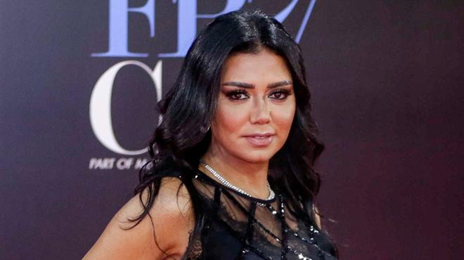 A cause de cette robe transparente, l'actrice Rania Youssef était accusée