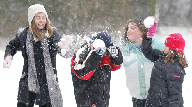 Un Américain de 9 ans met fin à l'interdiction des batailles de boules de neige: il a convaincu le conseil municipal