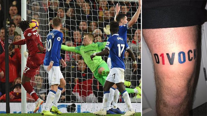 Un supporter de Liverpool tient son pari fou et se tatoue le nom de Divock Origi (photos)