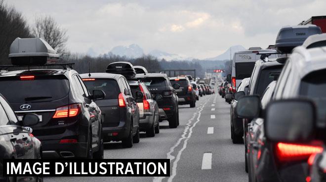 Des gilets jaunes durcissent le ton: l'autoroute E19 brièvement fermée à Dour