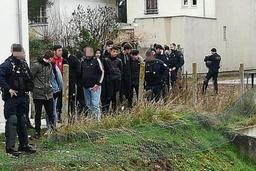 France: le ministre de l'Intérieur justifie les 151 interpellations de lycéens jeudi