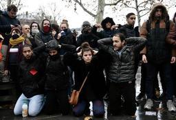 Incidents à Mantes-la-Jolie: fin des gardes à vue, certains jeunes présentés à la justice