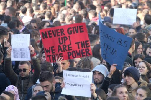 Importantes manifestations étudiantes en Albanie