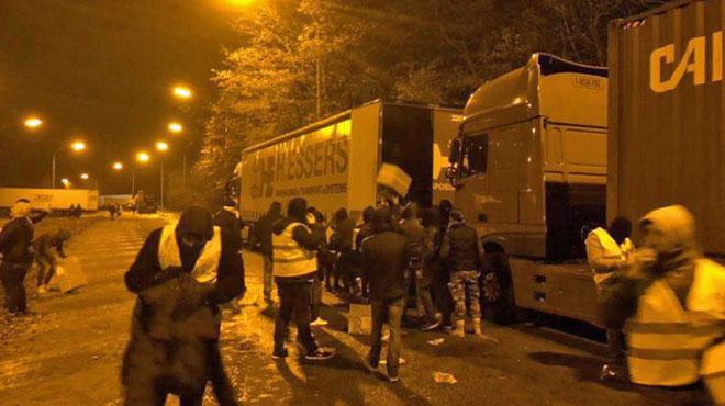 La police recherche les auteurs d'un pillage de camion à Feluy