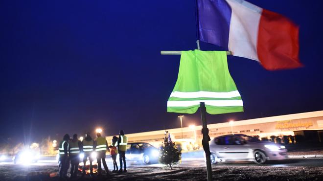 France: l'Assemblée nationale adopte les mesures d'urgence pour répondre à la crise des gilets jaunes