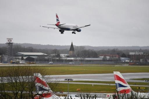 Drones à l'aéroport de Gatwick: la situation se normalise après deux arrestations