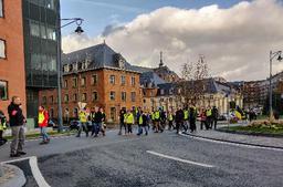 Entre 50 et 100 gilets jaunes défilent dans les rues de Namur