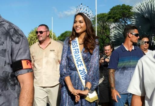 Miss France parade à Papeete devant des milliers de Polynésiens