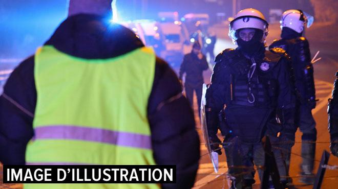Les polices belge et française évacuent un barrage de gilets jaunes à la frontière