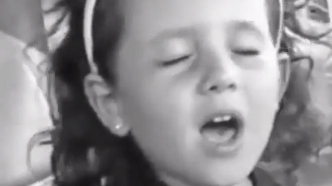 Ariana Grande retrouve une vidéo d'elle à 4 ans: elle chante déjà comme une pro avec sa maman! (vidéo)