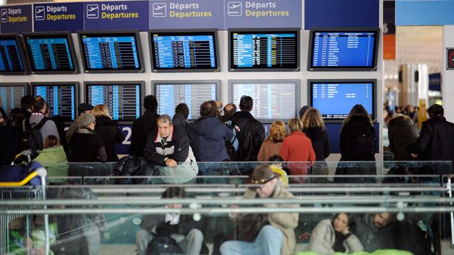 Panique à l'aéroport de Roissy en France: deux personnes repérées avec des armes factices
