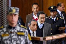 Hosni Moubarak entendu comme témoin au procès de son successeur