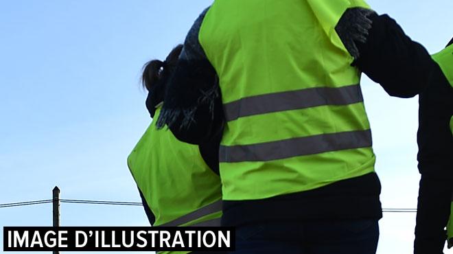 Opération escargot des gilets jaunes sur la N4: les voitures qui menaient le cortège arrêtées par la police, les conducteurs verbalisés