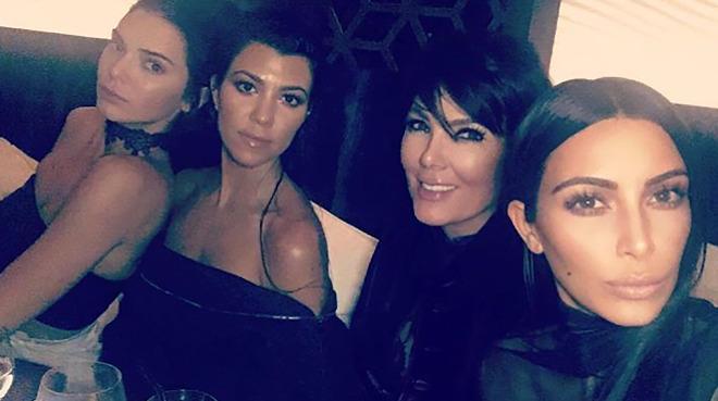 Le coût FARAMINEUX du Noël de la famille Kardashian