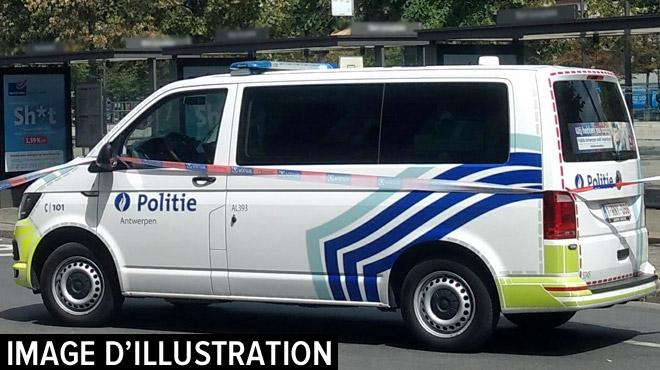 Anvers: entre la vie et la mort pour avoir signalé une infraction au code de la route à un conducteur violent