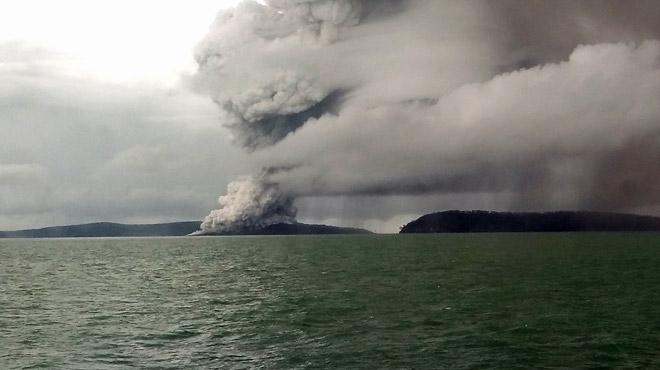 Indonésie: le volcan Krakatoa a perdu les deux tiers de sa hauteur!