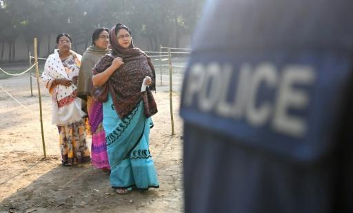 Bangladesh: deux morts dans des affrontements en marge des élections selon la police