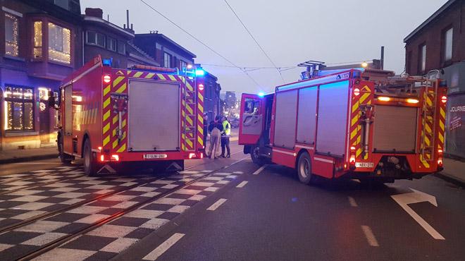 Accident impliquant 3 véhicules à Dampremy: l'un d'eux percute une borne de gaz, des habitations évacuées