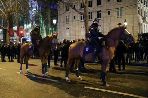 Nouvel An: sécurité renforcée sur fond de mobilisation des