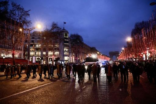 Nouvel An: 12.000 policiers déployés à Paris sur fond de mobilisation des