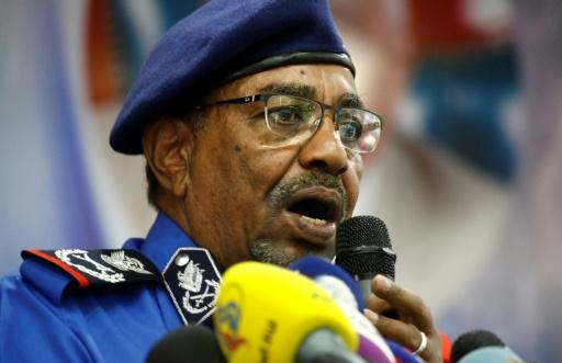 La police tire des gaz lacrymogènes contre des manifestants à Khartoum