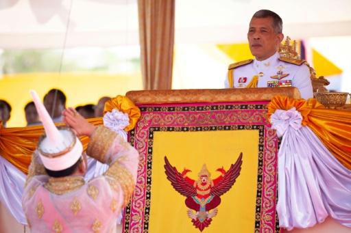 Thaïlande: Le roi Maha Vajiralongkorn sera couronné en mai
