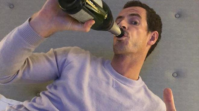 Entouré de bouteilles d'alcool, Andy Murray a fêté le Nouvel An SANS modération (photo)