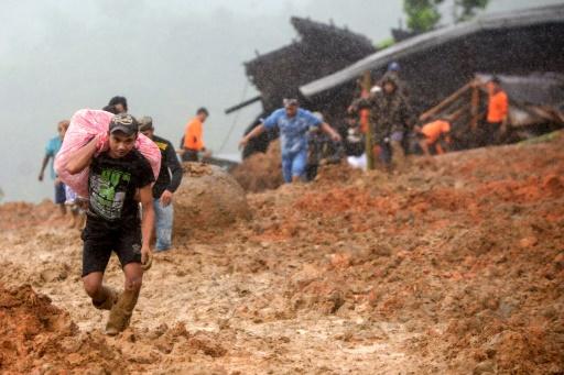 Glissement de terrain en Indonésie: au moins 15 morts, des dizaines de disparus