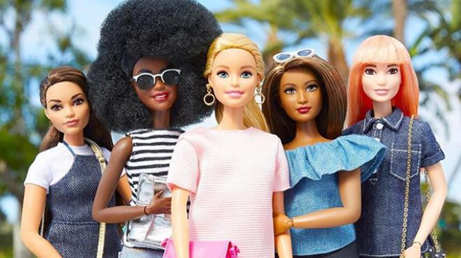 Barbie va avoir 60 ans: la pin-up n'avait au départ rien d'une féministe (photos)