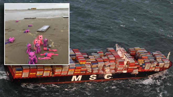 Le plus grand porte-conteneurs au monde en perd 270 en Mer du Nord: un sac rempli d'une substance dangereuse retrouvé