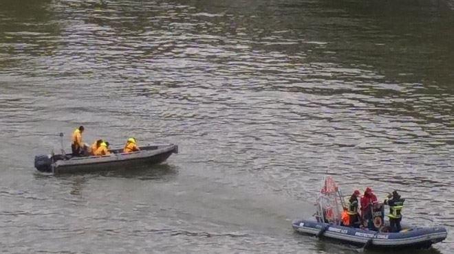 Des canots de la police sur la Meuse à Namur- On recherche une personne qui a disparu