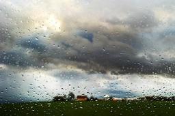 Un ciel nuageux accompagné çà et là d'une fine pluie voire de quelques flocons