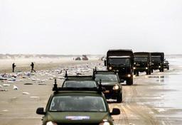 Des conteneurs perdus continuent de s'échouer aux Pays-Bas, l'armée en renfort