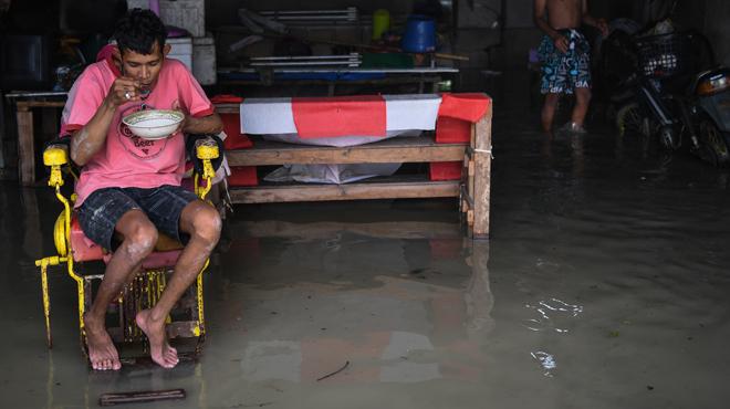 Des inondations et des milliers de foyers privés d'électricité: la tempête Pabuk