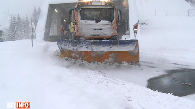 Les retours de vacances ralentis par la neige dans le centre de l'Europe