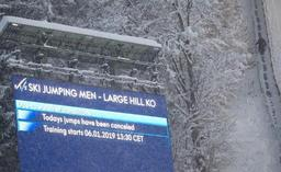 Autriche: la neige bloque les automobilistes et les vacanciers