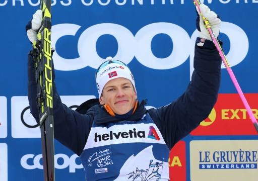 Ski de fond: le prodige Klaebo remporte le Tour de ski