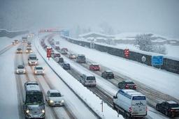Des milliers de touristes encore bloqués par la neige en Autriche
