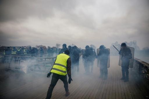 Plainte de deux gendarmes agressés samedi sur une passerelle à Paris