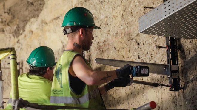 Les traditionnels ouvriers du bâtiment salariéssont de moins en moins nombreux: comment l'expliquer?