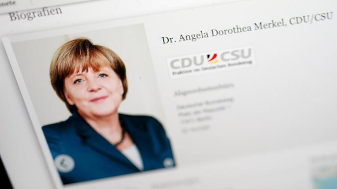 Depuis sa chambre, un jeune Allemand plonge des politiciens et journalistes dans l'embarras