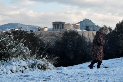 Grèce: l'Acropole d'Athènes sous la neige, perturbations dans le pays