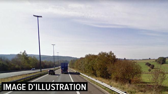 Routes glissantes: un camion termine sa course dans le fossé sur la E25 près de Houffalize