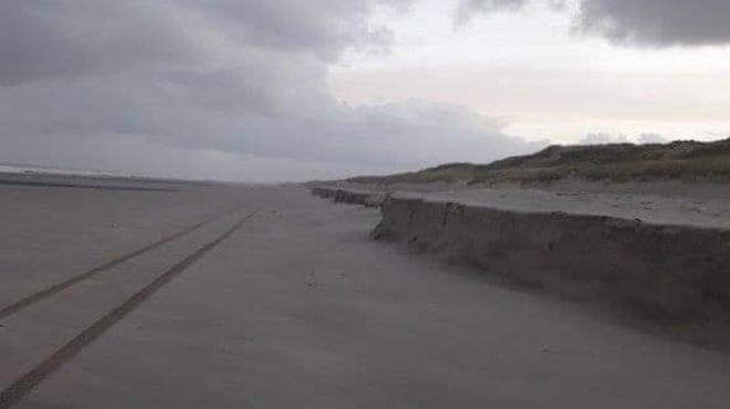 Spectacle rare et problématique à la Côte: des falaises de sable apparaissent dans plusieurs villes (photos et vidéo)