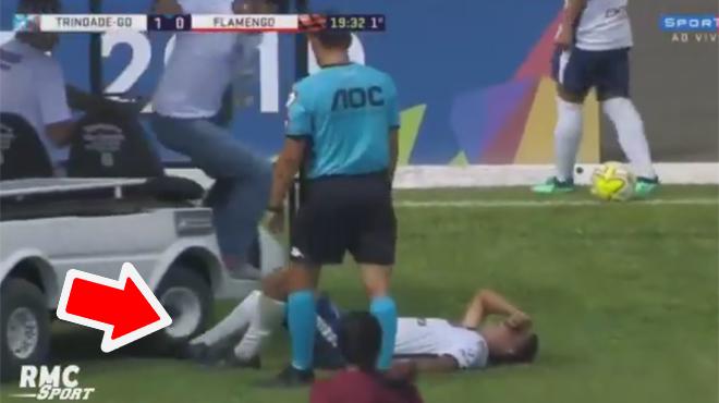 La mésaventure d'un footballeur brésilien: l'ambulance entre sur le terrain et lui écrase le pied (vidéo)