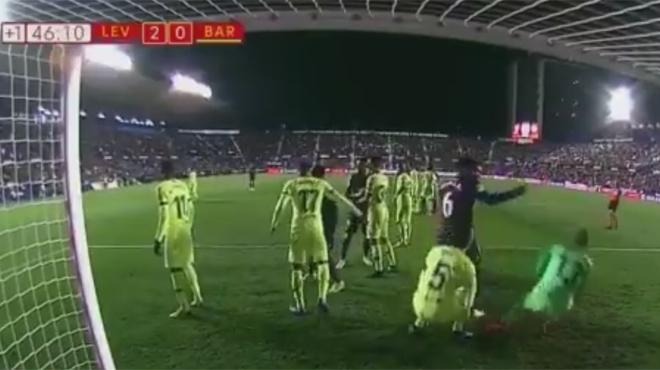 Les simulations GROTESQUES de deux joueurs du Barça (vidéo)