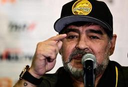 Maradona, opéré avec succès, reste hospitalisé