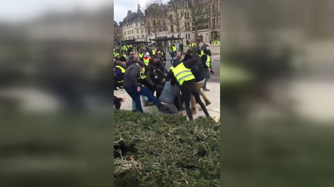 Des journalistes tabassés en marge d'une manifestation de