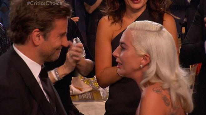 Les LARMES de Lady Gaga aux Critics' Choice Awards